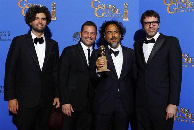 Globos de Oro 2015 Mejor Guion Alejandro Gonzáñez Iñárritu, Nicolás Giacobone, Alexander Dinelaris, Armando Bo por Birdman